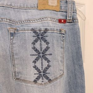 embroidered pocket (cross stitch or hardanger type